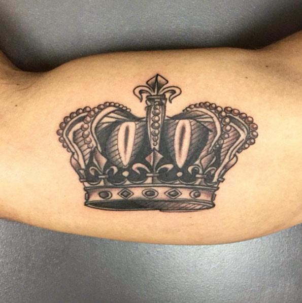 crown-tattoo-bicep