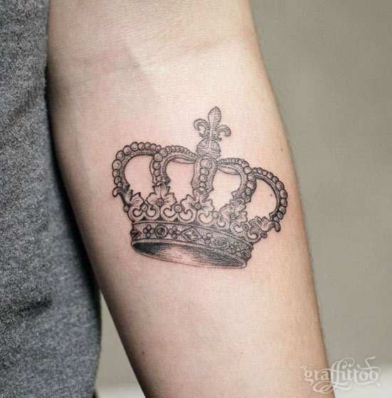 32 Beautiful Crown Tattoos