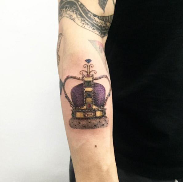 minions-crown-tattoo