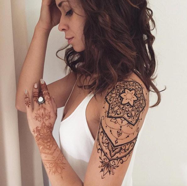 Sleeve and hand menhdi tattoo