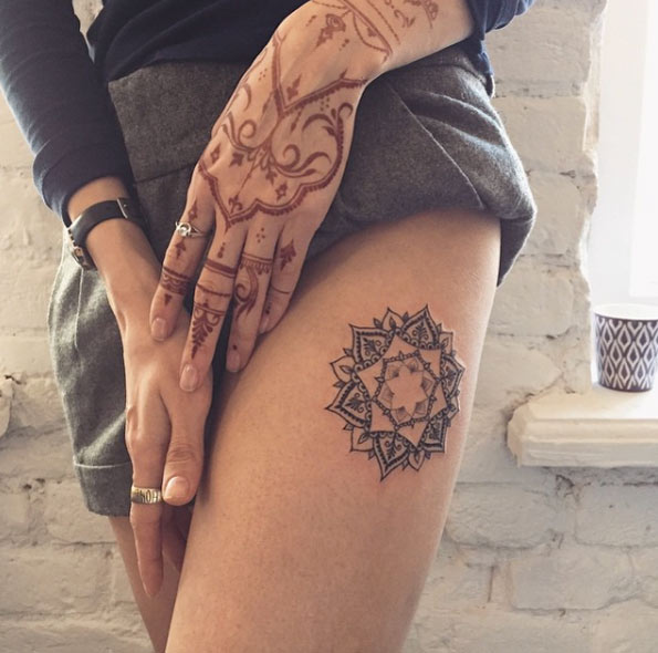 henna design on hand and thigh