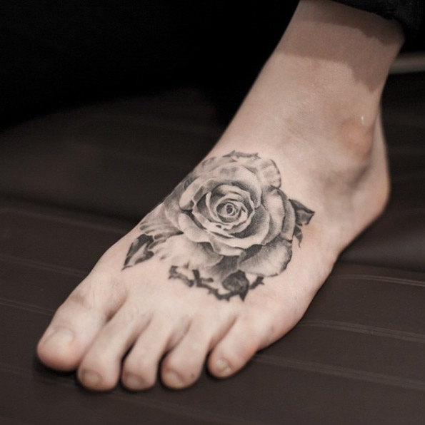 rose-tattoo-foot