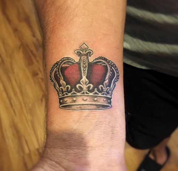 32 beautiful crown tattoos onpoint tattoos. Black Bedroom Furniture Sets. Home Design Ideas